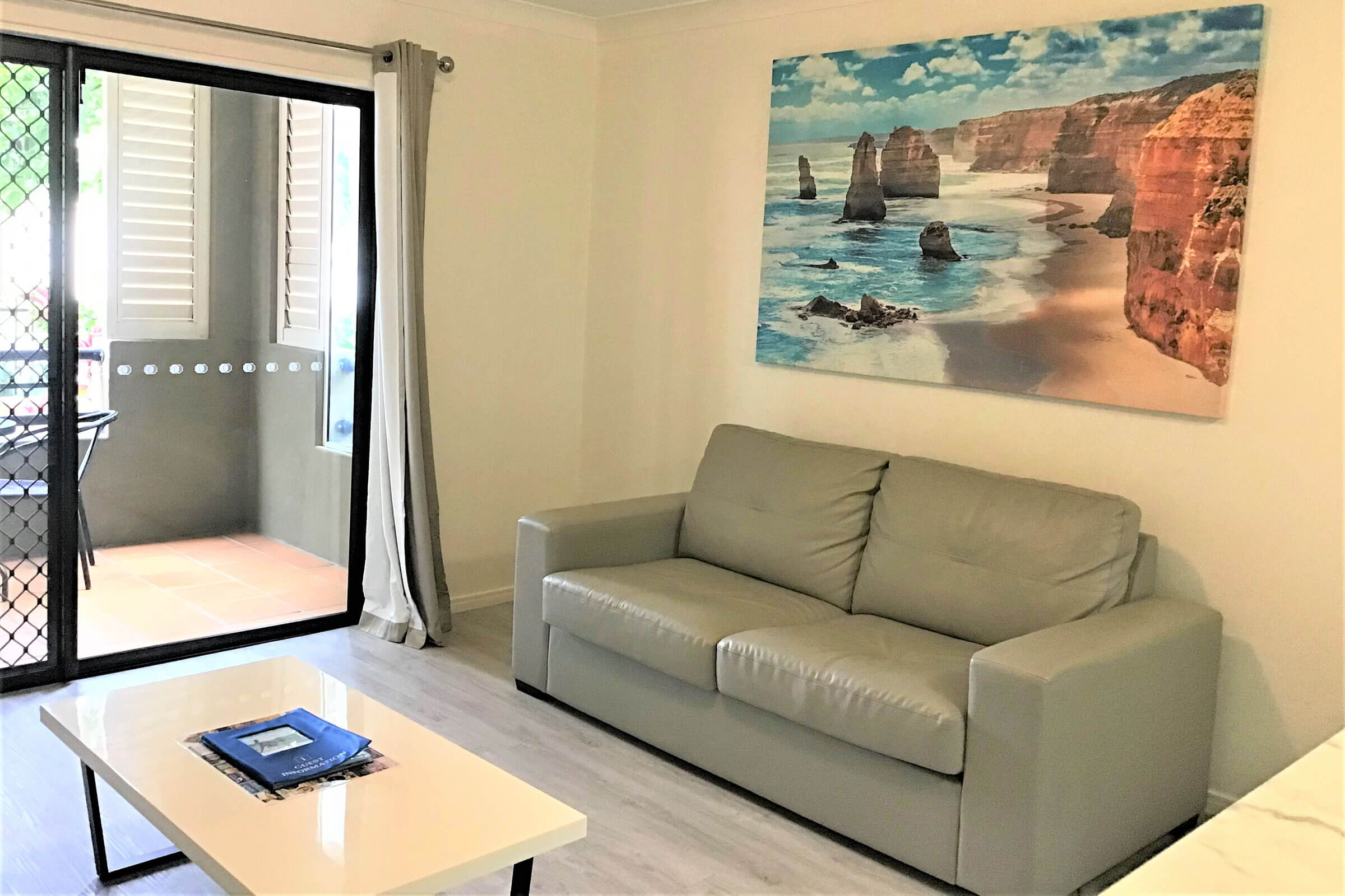 Beaches-on-Wave-3-Bedroom-Apartment-lounge